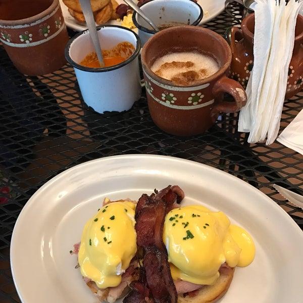Снимок сделан в Casasola Café & Brunch пользователем Sophie C. 12/27/2016