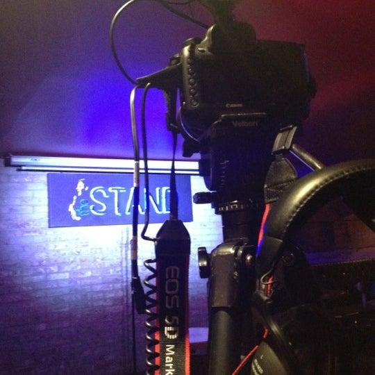 รูปภาพถ่ายที่ The Stand Restaurant & Comedy Club โดย Brandon S. เมื่อ 4/16/2013