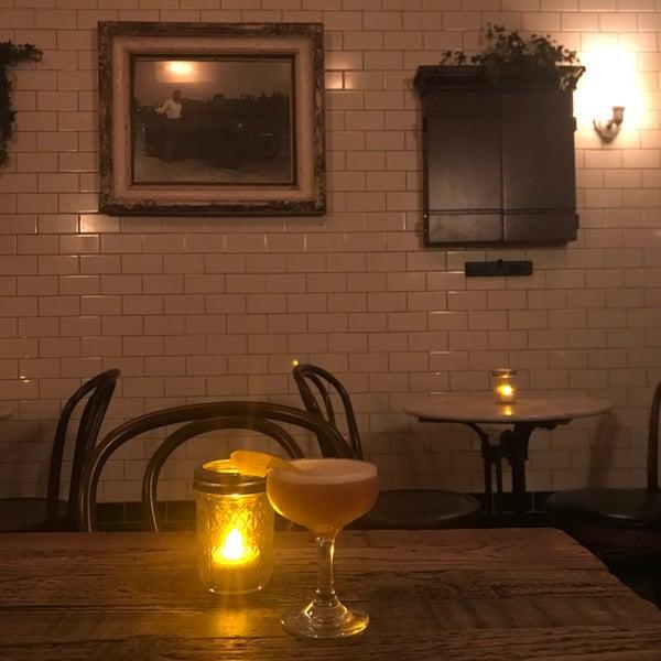 Foto tirada no(a) Oldfield's Liquor Room por Ashley em 11/18/2019