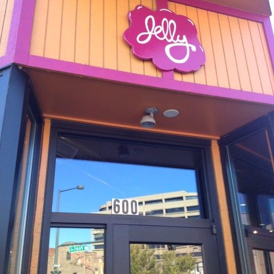 รูปภาพถ่ายที่ Jelly Cafe โดย Dan H. เมื่อ 10/7/2012