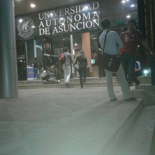 Снимок сделан в Universidad Autónoma de Asunción пользователем Rodrigo D. 5/27/2013