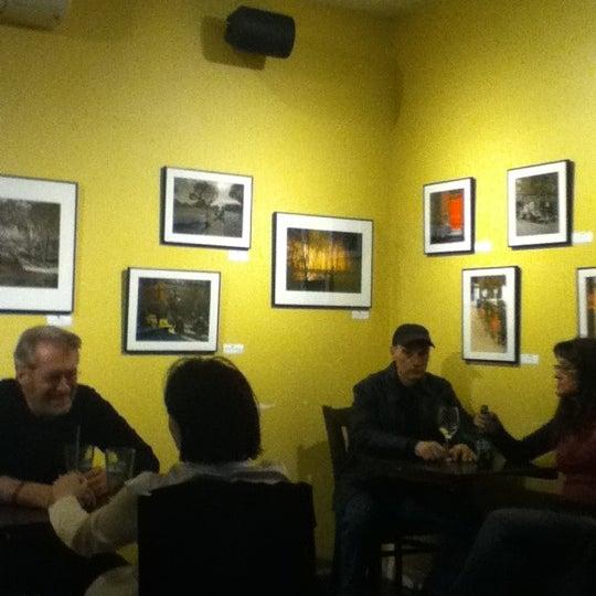 รูปภาพถ่ายที่ South 4th Bar & Cafe โดย sharilyn เมื่อ 4/6/2012