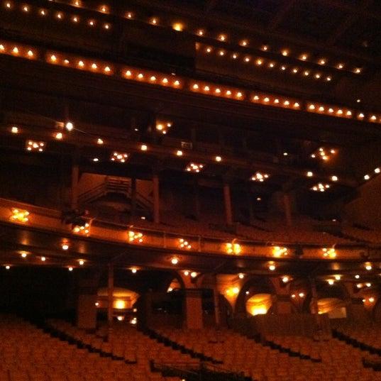 Foto diambil di Auditorium Theatre oleh Joseph W. pada 9/16/2011