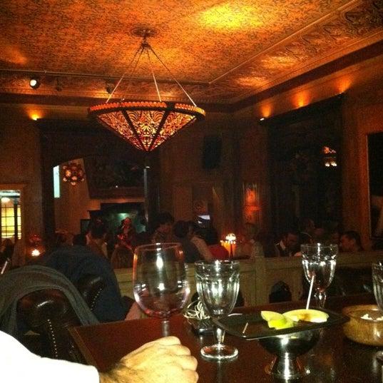 รูปภาพถ่ายที่ Zihni Bar โดย Atilla เมื่อ 12/30/2011