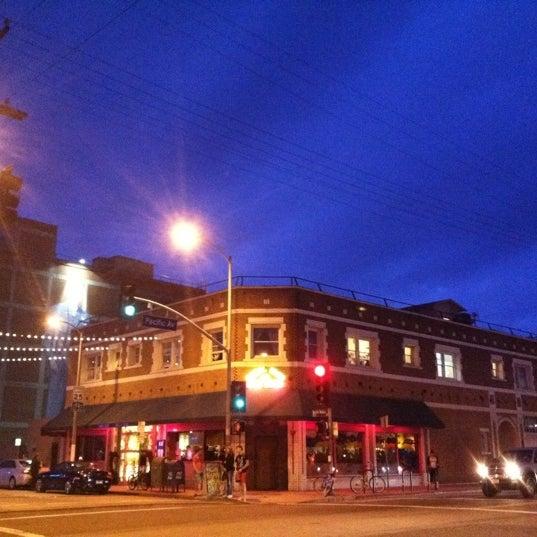 Das Foto wurde bei Canal Club von Sunny B. am 11/12/2011 aufgenommen