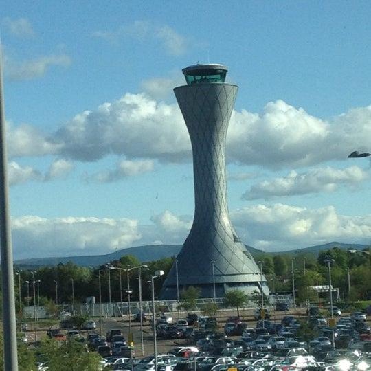 Das Foto wurde bei Edinburgh Airport (EDI) von Glenfiddich Mark .. am 6/3/2012 aufgenommen
