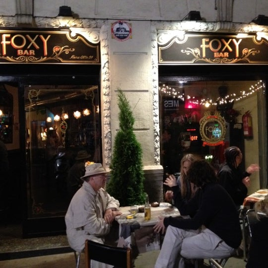 Foto tomada en Foxy Bar por Rafael G. el 5/26/2012