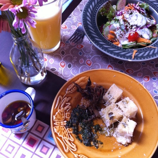 Foto diambil di Café Ambrosio oleh Lúcia F. pada 5/7/2011
