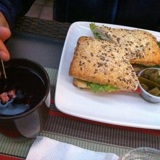 Das Foto wurde bei Kofetárica Café von Moe M. am 4/11/2012 aufgenommen