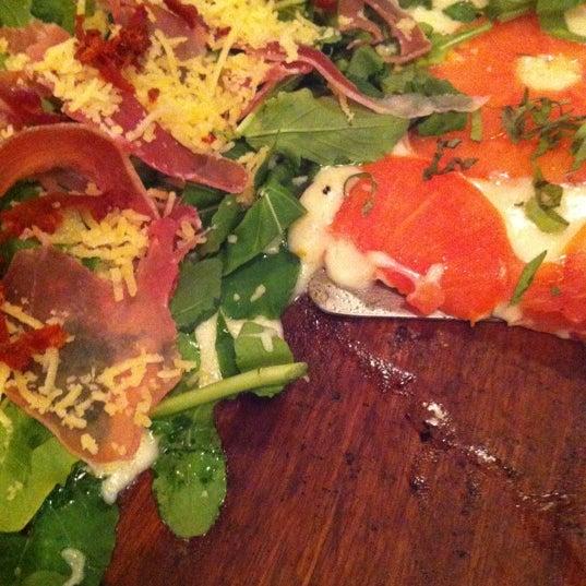 Foto tomada en Central de Pizzas por Nina R. el 8/22/2012