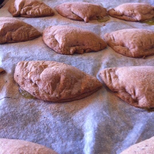 2/15/2012에 Christopher M.님이 Golden Crown Panaderia에서 찍은 사진