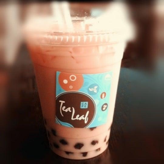 Foto diambil di Tea Leaf Cafe oleh Amanda S. pada 5/8/2012