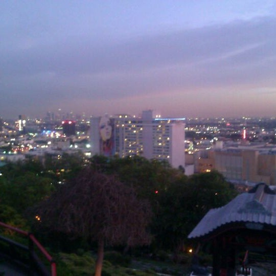Foto scattata a Yamashiro Hollywood da J F. il 1/15/2012