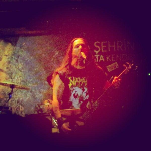 9/1/2012 tarihinde Erkan S.ziyaretçi tarafından Dorock Heavy Metal Club'de çekilen fotoğraf