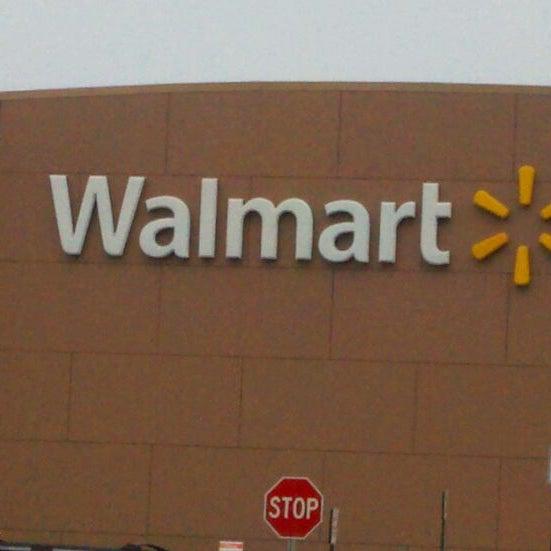 Das Foto wurde bei Walmart von Fred G. am 11/25/2011 aufgenommen