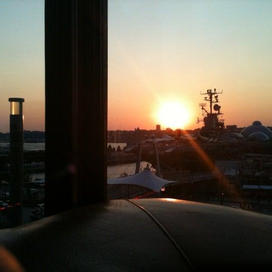Foto tirada no(a) Hudson Terrace por Mindy W. em 8/31/2012