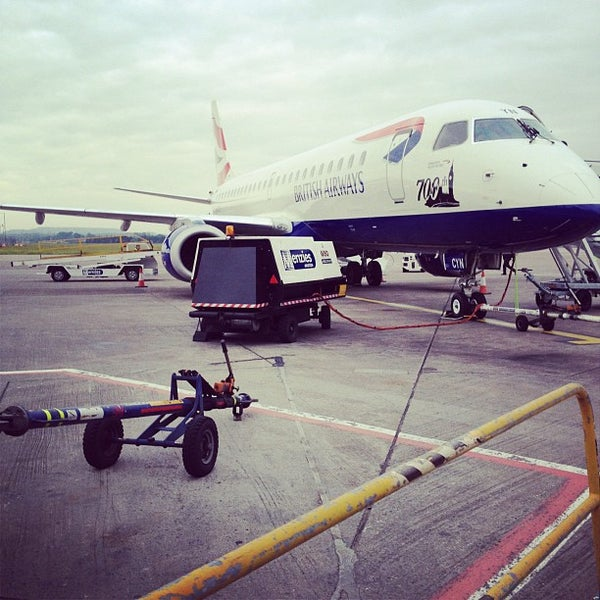 Das Foto wurde bei Edinburgh Airport (EDI) von Greg R. am 6/26/2012 aufgenommen