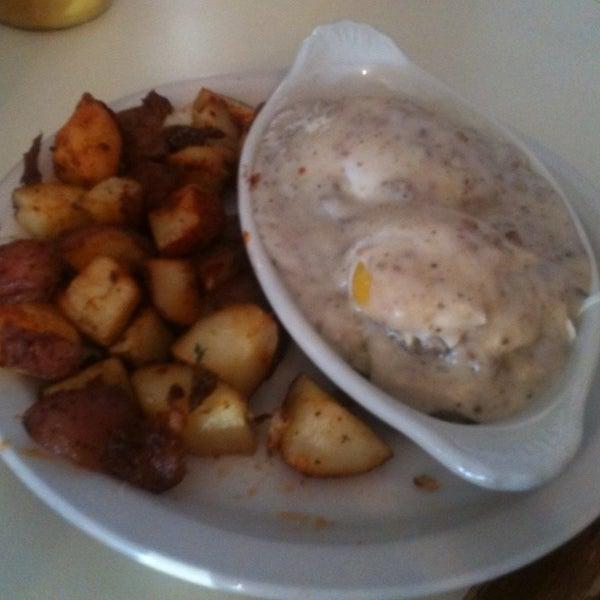 Das Foto wurde bei Beverly's La Croisette von Sunshine W. am 9/2/2012 aufgenommen