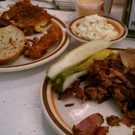 Foto diambil di Manny's Cafeteria & Delicatessen oleh Andrew pada 7/22/2011