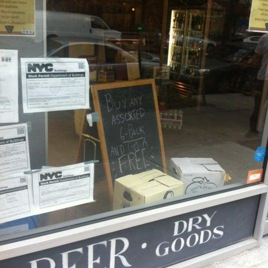 Das Foto wurde bei Alphabet City Beer Co. von Jason L. am 7/13/2012 aufgenommen