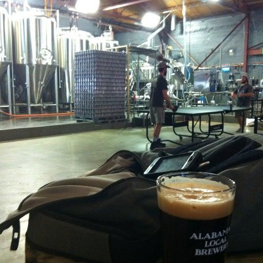 Foto diambil di Good People Brewing Company oleh Deon G. pada 3/15/2012