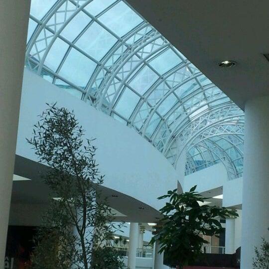Foto tirada no(a) Shopping Crystal por Alesandra M. em 3/16/2012