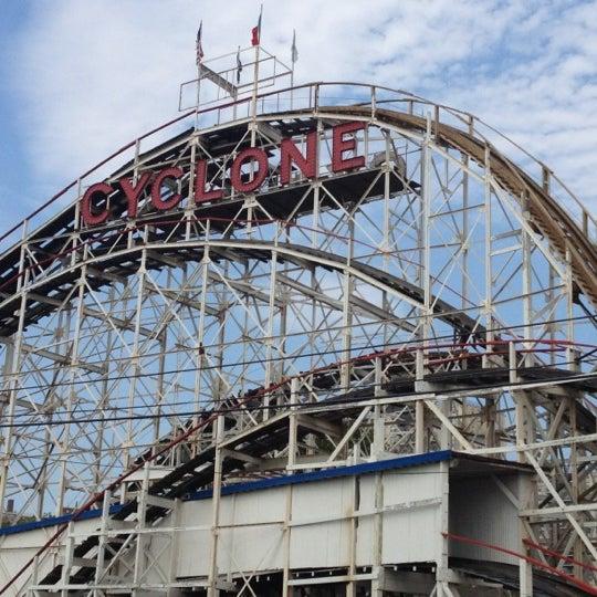 Foto tomada en The Cyclone por Lizy C. el 7/17/2012
