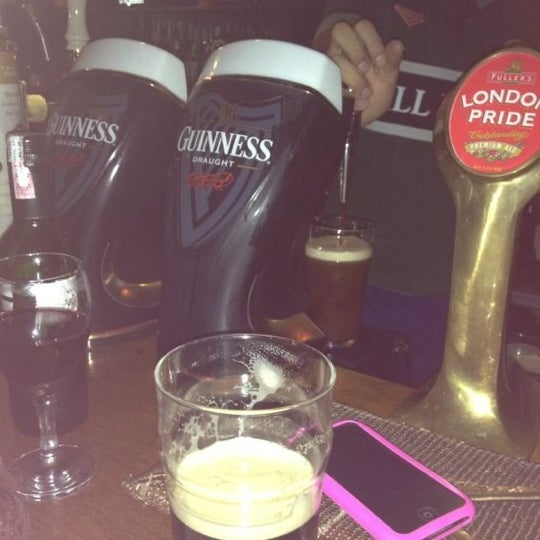 Foto diambil di All Black Irish Pub oleh Kellen G. pada 6/7/2012