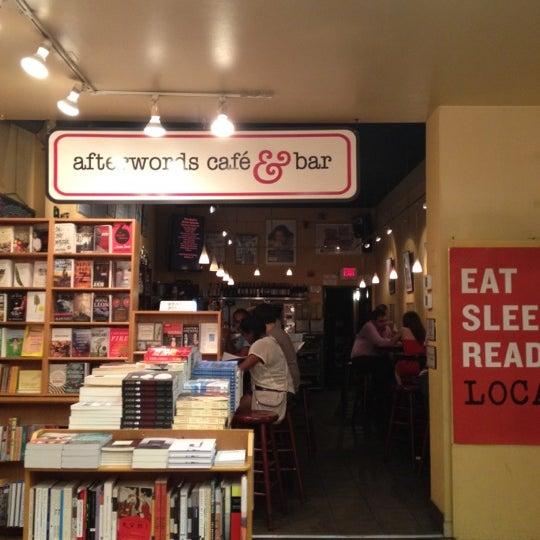Photo prise au Kramerbooks & Afterwords Cafe par Ronald B. le6/10/2012