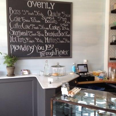 Das Foto wurde bei Ovenly von Dolapo F. am 7/14/2012 aufgenommen