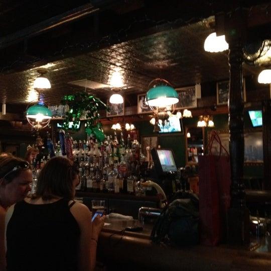 Foto diambil di Pippin's Tavern oleh Lanora M. pada 3/22/2012