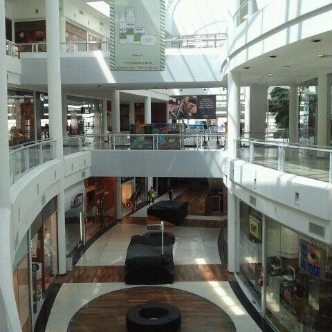 Foto tirada no(a) Shopping Crystal por Fabricio O. em 9/7/2012