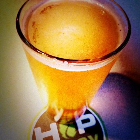 รูปภาพถ่ายที่ Hop Valley Brewing Co. โดย Shawn V. เมื่อ 5/7/2012
