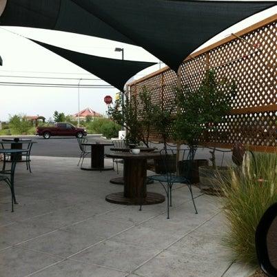 Снимок сделан в Sunrise Coffee пользователем 'Momacta G. 7/31/2012