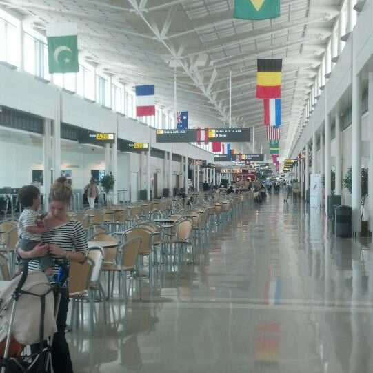 Foto diambil di Washington Dulles International Airport oleh Marcia (@marciamarcia) C. pada 6/16/2013