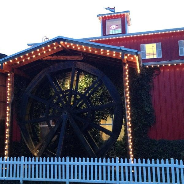 รูปภาพถ่ายที่ Bob's Red Mill Whole Grain Store โดย Mike F. เมื่อ 12/28/2012