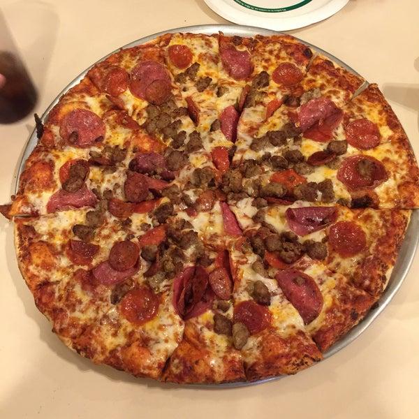 Round Table Pizza Near Oakridge Mall