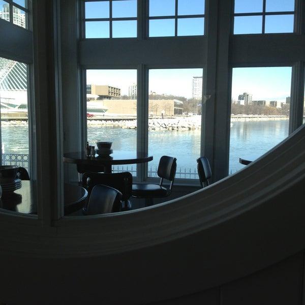Foto tomada en Harbor House por Celia O. el 3/23/2013