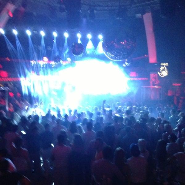 รูปภาพถ่ายที่ Club Inferno โดย Burak K. เมื่อ 6/19/2013