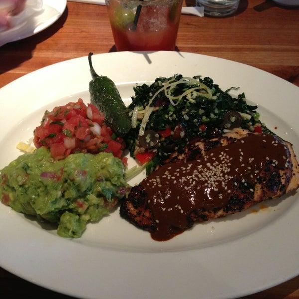 Foto scattata a Chelsea's Kitchen da L E. il 2/12/2013