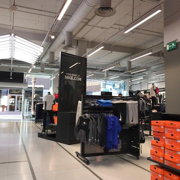 Innecesario Cerdo Húmedo  Nike Factory Store - Magasin de sport à Viladecans