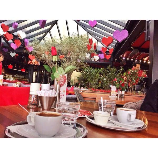 Das Foto wurde bei Cafe Locale İstanbul von Melis Ö. am 2/13/2015 aufgenommen