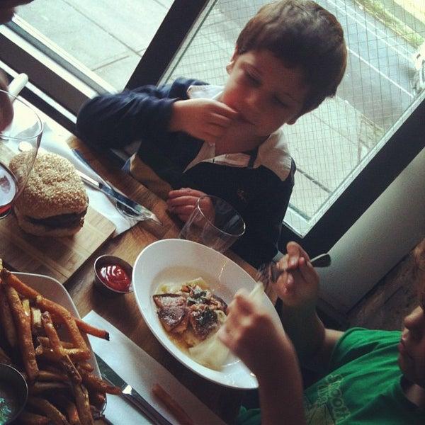 9/13/2012에 Gabrielle N.님이 Lulu & Po에서 찍은 사진