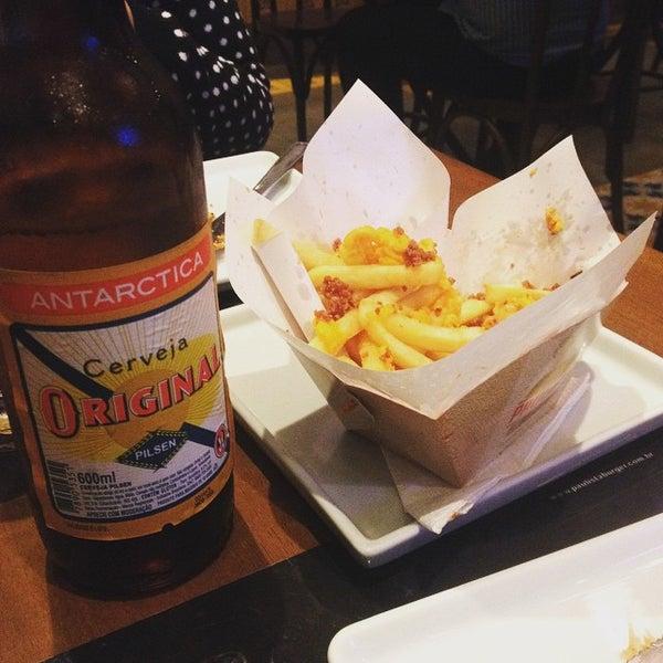 Photo prise au Paulista Burger par Arthur M. le4/29/2015