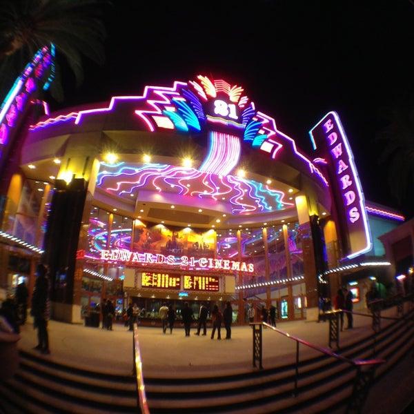 Снимок сделан в Irvine Spectrum Center пользователем C G. 2/23/2013