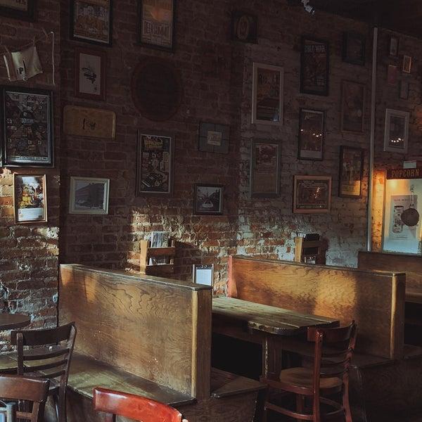 Foto tomada en Fourth Avenue Pub por Benny W. el 6/9/2019
