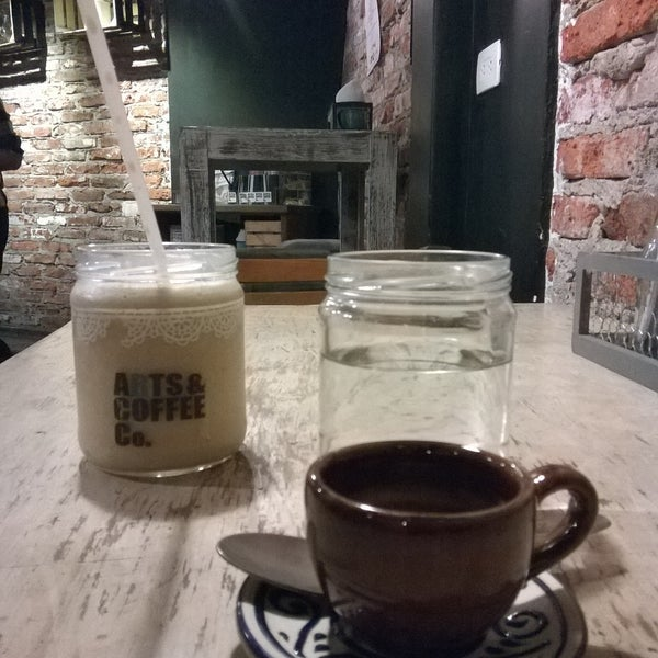 Foto diambil di Arts & Coffee Co. oleh Oscar Alfredo pada 3/15/2018