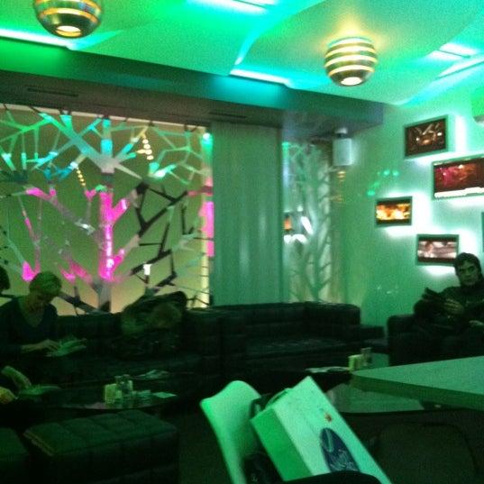 Снимок сделан в Cafe Studio 89,5fm пользователем Cheredilov A. 10/24/2012