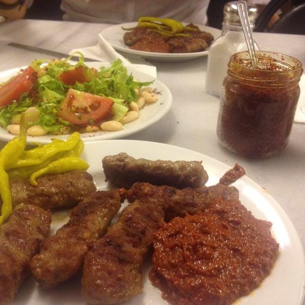 6/23/2013にİsmail A.がTarihi Sultanahmet Köftecisiで撮った写真