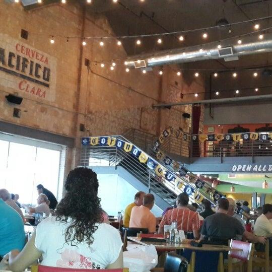 รูปภาพถ่ายที่ El Real Tex-Mex Cafe โดย Enrique C. เมื่อ 8/27/2013